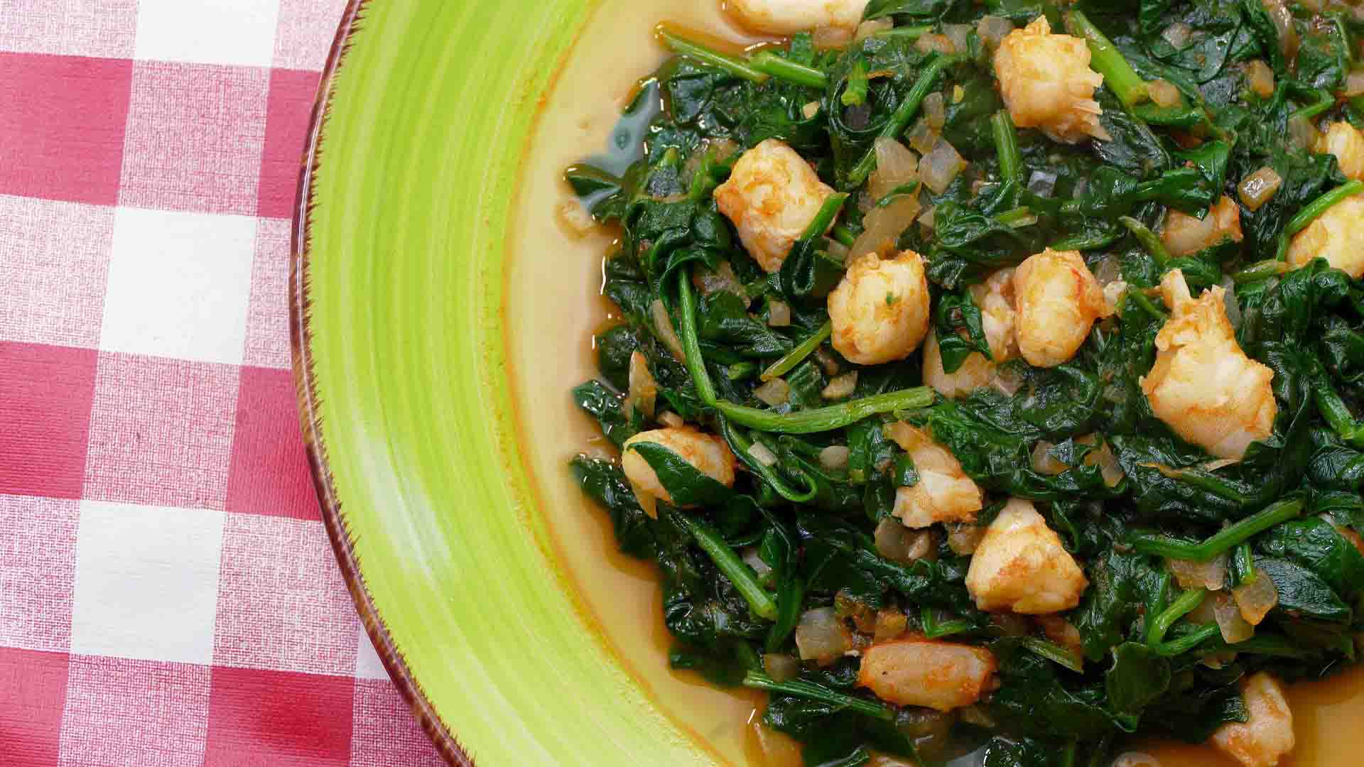 Spinach with prawns