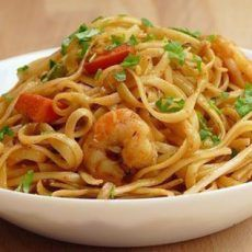 CHINESE NOODLES WITH PRAWNS