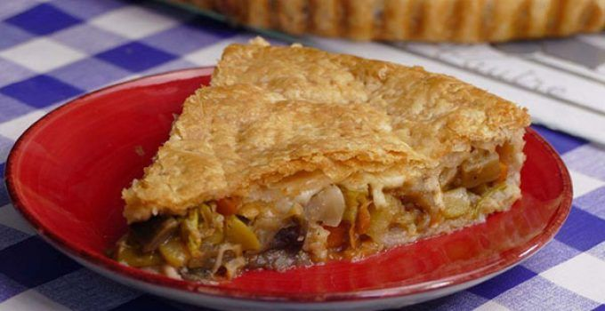 Vegetable stuffed puff pastry. It is a different way to prepare a vegetable recipe. In this occasion, we are going to fill a pull pastry. Try it!