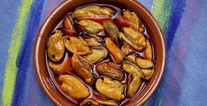 Pickled mussels recipe. It is a traditional spanish recipe. You can find this dish in many bars of this country. You can make it at your home in a easy way.
